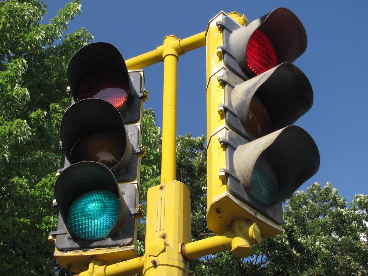 A Spotter\'s Guide to Traffic Signals, Part 1 | streets.mn