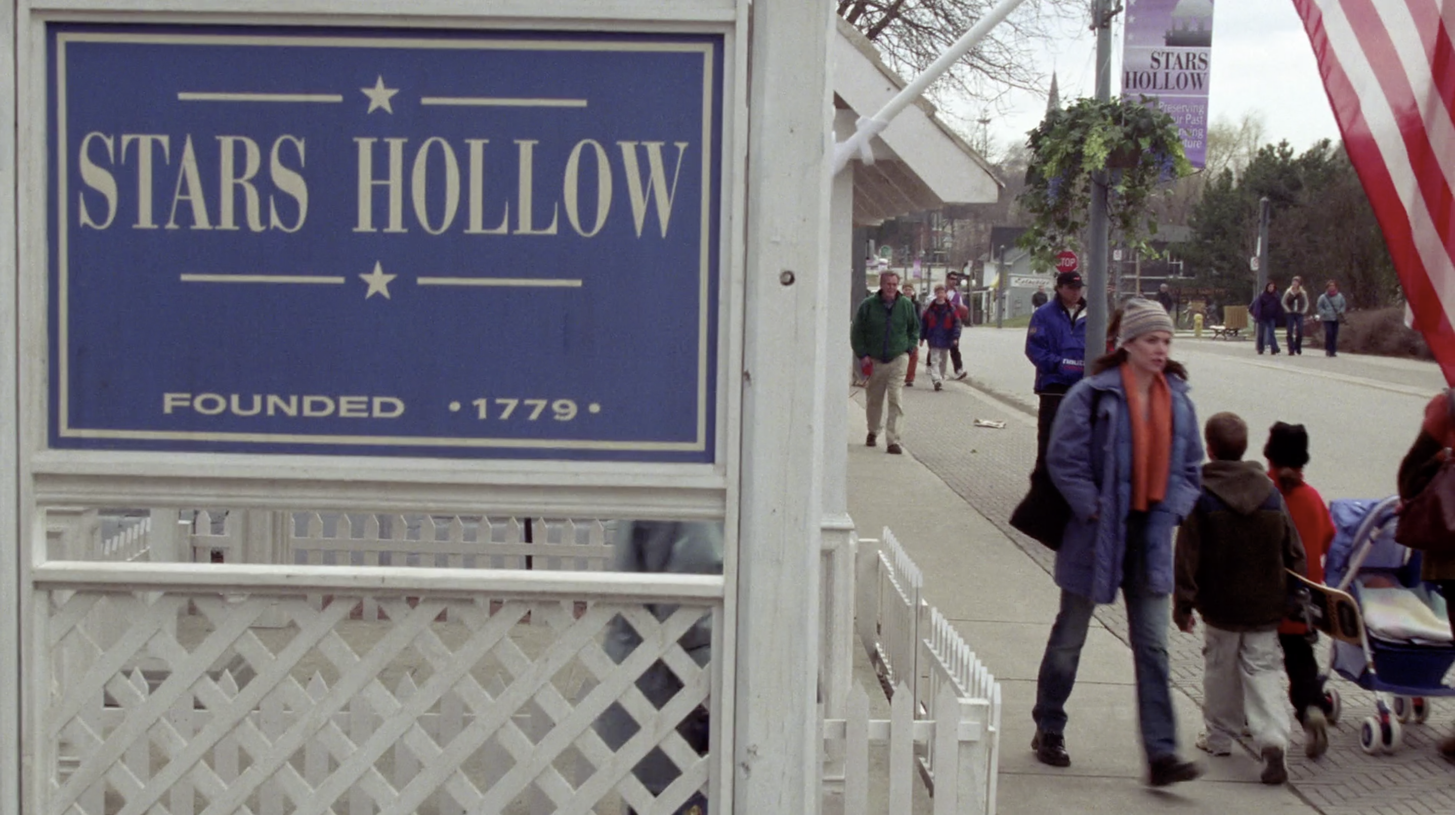 Loralei Gilmore walking in Stars Hollow on Gilmore Girls